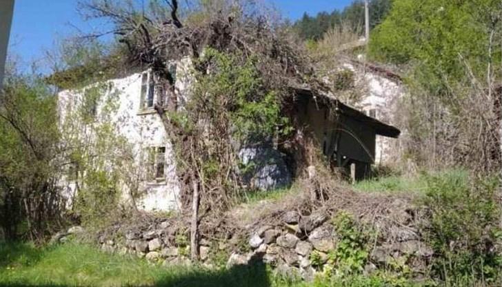 Дядо Васил подарява къщата си на младо семейство в нужда