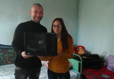 Добрите Примери осигуриха лаптоп на единственото дете в село Коста Перчево